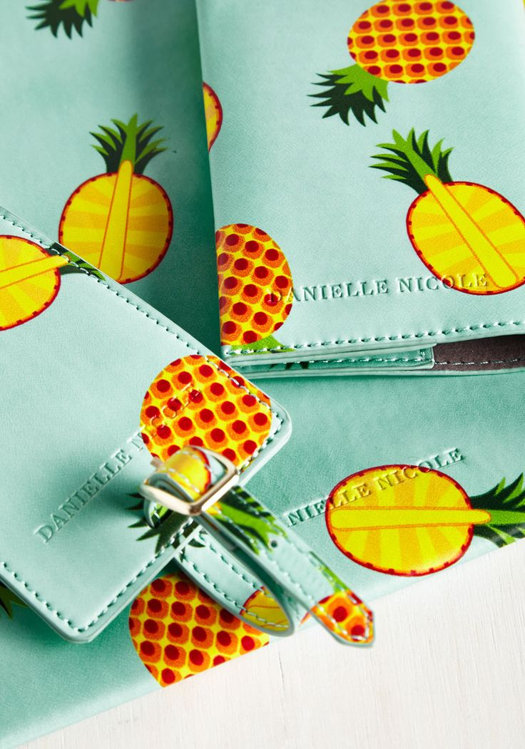 In the Palm of Your Plans Travel Set in Pineapples. This pineapple-printed travel set fruits your jetsetting needs! #mint #modcloth