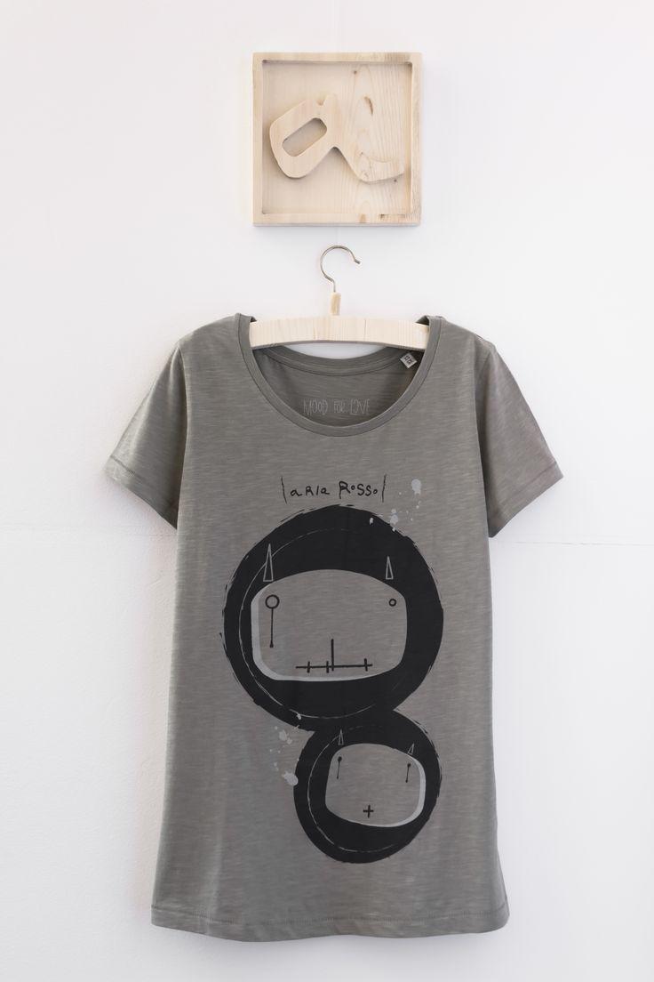 "Women's Graphic Tee light khaki cotton slub ""Bugs"" #graphictee #tee #graphictshirt #womenstee #womenstshirt #tshirtdesign #womenswear"