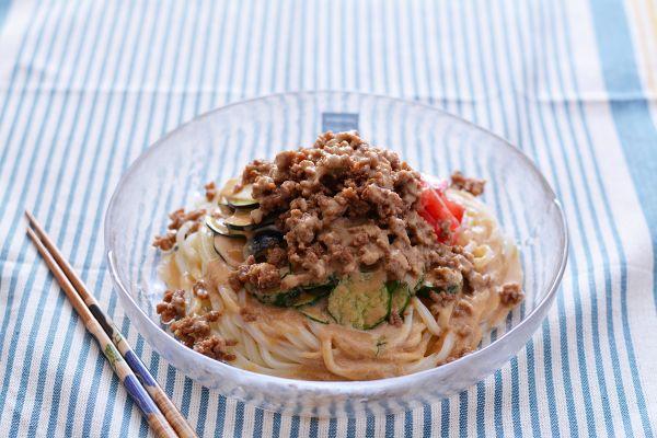 夏野菜とそぼろのっけうどん・ごまだれ by 西山京子/ちょりママ | レシピサイト「Nadia | ナディア」プロの料理を無料で検索