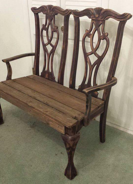Antes de abandonar aquelas cadeiras de jantar com assentos quebrados, que tal transformá-las em um banco? Aqui estão cinco grandes projetos em que cadeiras velhas foram reutilizadas na criação de lindos – e funcionais – bancos!