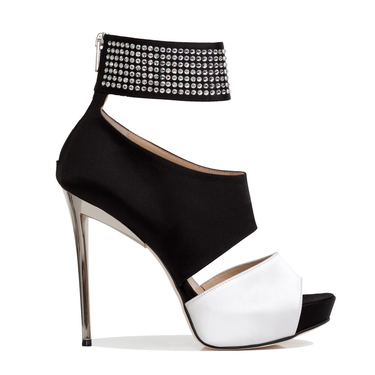 I am not a shoe girl....but I NEED these. I saw them on Carrie Underwood and they are FANTASTIC!