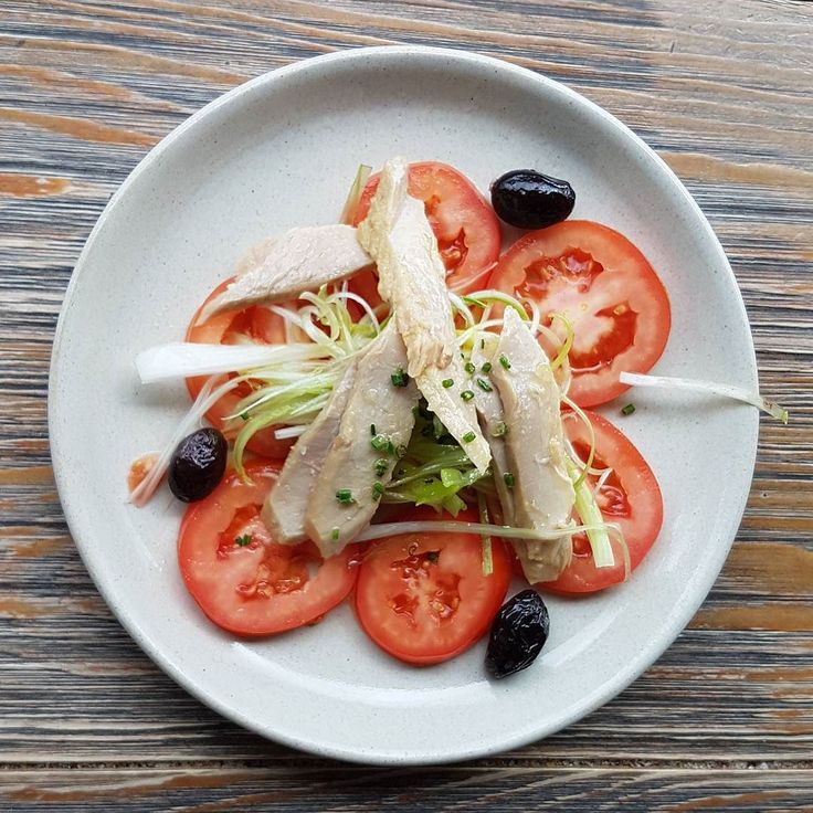 Ensalada de Tomate con hilos de cebolla y Bonito Porque cuidarse no está reñido con el disfrutar de #DivinosSabores