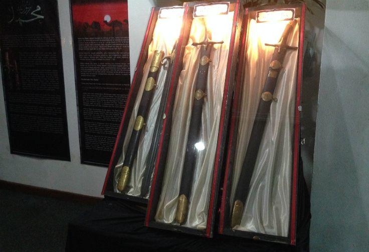 Sambut HUT Surabaya, Replika Pedang Nabi Muhammad Dipamerkan