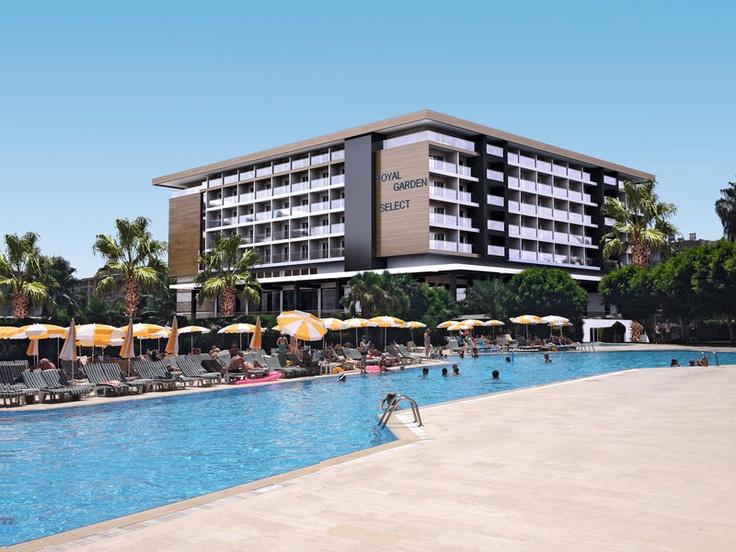 Hotel Royal Garden Select. Dit splinternieuwe 5-sterren hotel is een echte aanwinst in het aanbod in Alanya!    Het hotel bechikt over verzorgde kamers, een professioneel wellnesscenter, zwembaden en is gelegen direct aan het strand. Ook mag u gebruik maken van het leuke aquapark van het naastgelegen zuster hotel Royal Garden Suites    Officiële categorie *****