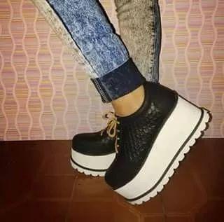 zapatillas escamadas con plataforma de goma super altas