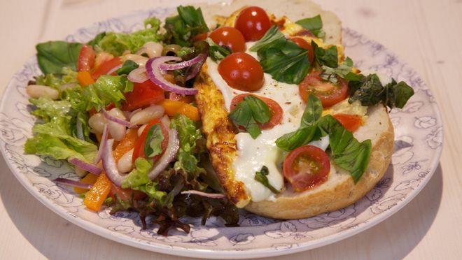 Omelet Caprese - De Makkelijke Maaltijd   24Kitchen