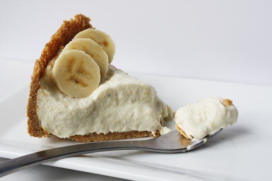 icebox banana cheesecake - http://www.thekitchn.com/thekitchn/dessert/icebox-banana-cheesecake-recipe-review-107145