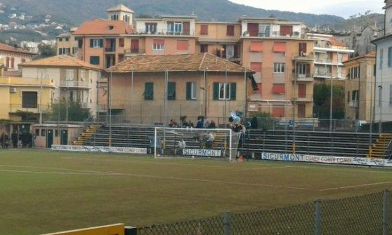Offerte lavoro Genova  Allo stadio di Lavagna petardi e fumogeni richiamano la polizia  #Liguria #Genova #operatori #animatori #rappresentanti #tecnico #informatico Studenti di cinque scuole saltano lezioni per torneo calcio