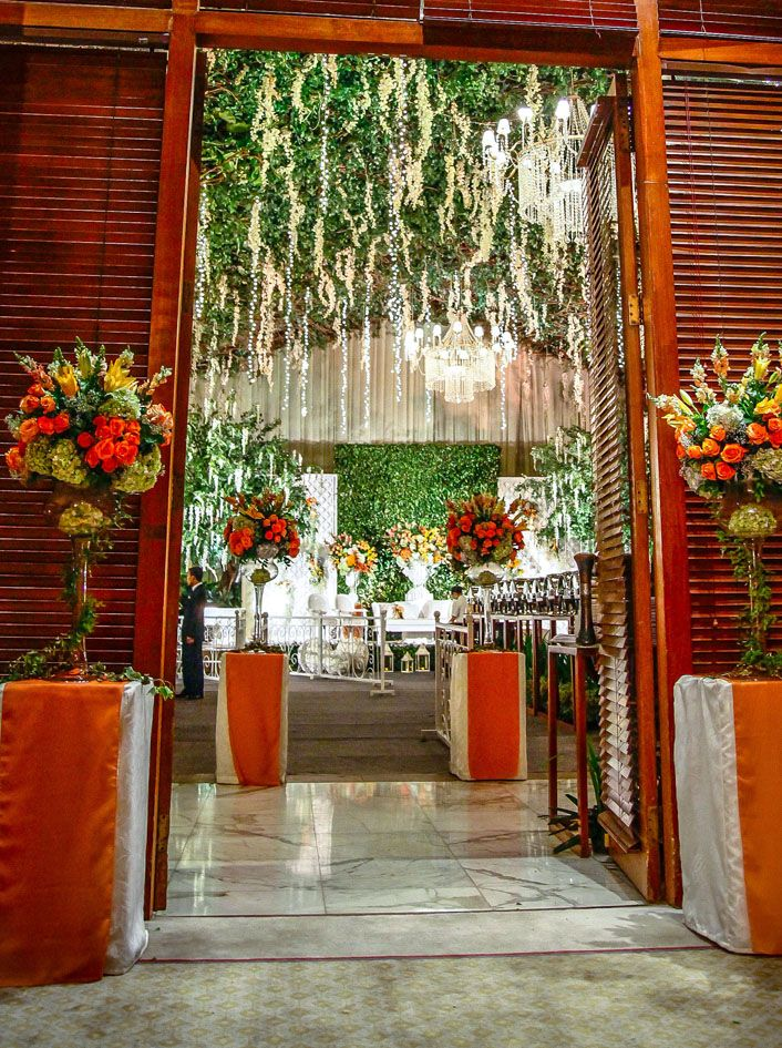 Orange Dramatic Botanical by Mawarprada Wedding Decoration Gardening Orange by Mawarprada Wedding Decoration #mawarprada #dekorasi #pernikahan #orange #garden #botanical #elegance #modern #pelaminan #wedding #decoration #granmahakam #jakarta more info: T.0817 015 0406 E. info@mawarprada.com www.mawarprada.com