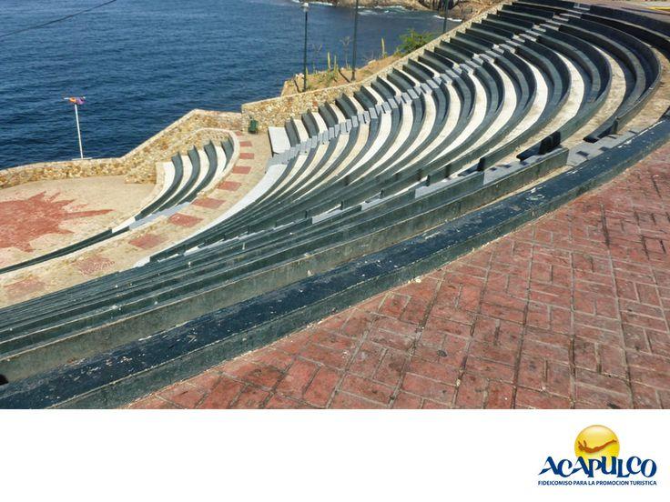 #informaciondeacapulco El bello recinto Sinfonía del Mar. INFORMACIÓN DE ACAPULCO. Sinfonía del mar es un hermoso recinto ubicado en el Acapulco tradicional, muy cerca de La Quebrada y con una extraordinaria vista al mar. En él, se celebran diferentes eventos, especialmente de música y está abierto al público que lo quiera visitar. Te invitamos a descubrir todo lo que el hermoso puerto de Acapulco, tiene para ti. www.fidetur.guerrero.gob.mx