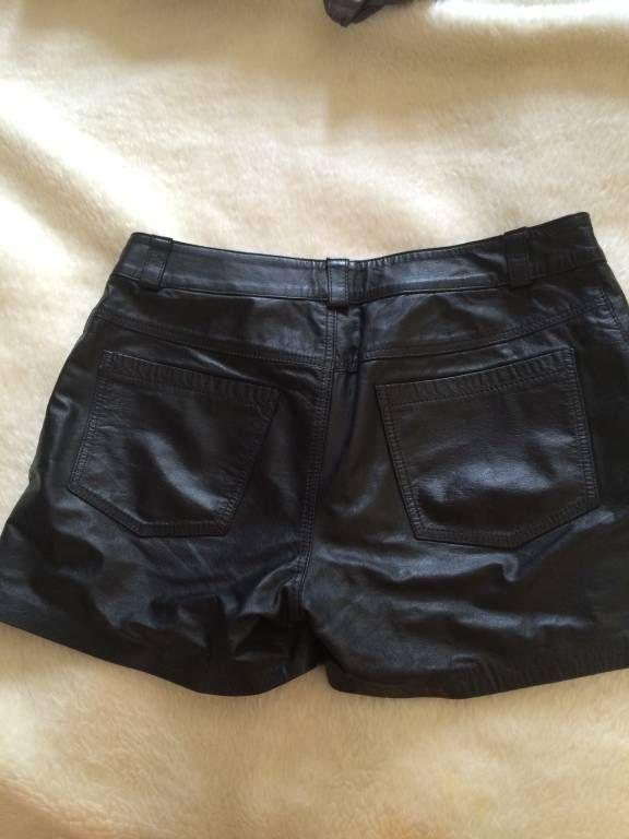 Compre Shorts Feminino Gramado Usado no enjoei :p Short de couro, verdadeiro, comprado em Gramado, veste mu.... Código: 22259902