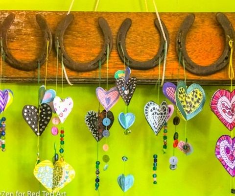Goodness, here is a fantastic selection of fabulous craft stick crafts for kids! Love love love! Whether crafting with lolly sticks or craft store sticks..