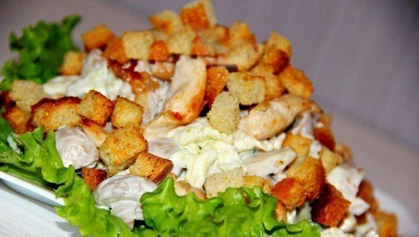 Salad with chicken and mushrooms