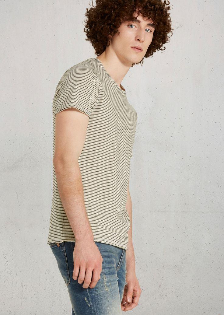 T-shirt  Description: Nonchalant shirt van zacht licht verkoelend katoen en linnen met streepjesprint. De halslijn is wat wijder. Open kanten aan de mouwen en onderste zoom.  Price: 19.90  Meer informatie  #Marc OPolo
