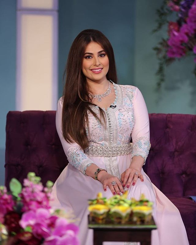 Roaa رؤى الصبان Alsabban On Instagram في ثاني ايام عيد الفطر السعيد كل سنة وكل حول على شاشة سما دبي إطلالتي ك Moroccan Dress Moroccan Caftan Moroccan Fashion