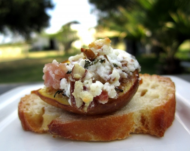 Baked Fig Crostini from @Linda Walbridge- TheOrangeBee: Baking Figs, Figs Crostini