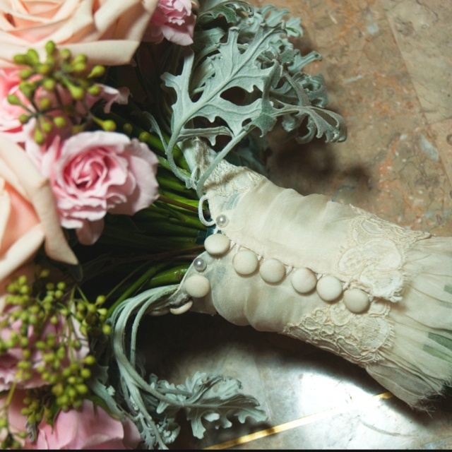 Wedding - Something old...piece of a mother's/grandmother's/aunt's wedding dress wrapped around bouquet....LOVE this idea!