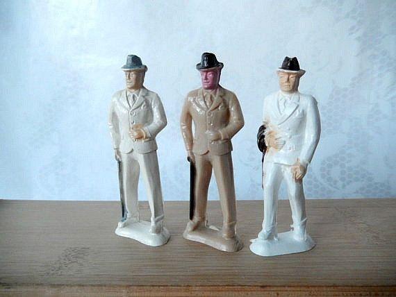 vintage Beton figurines 3 gentlemen men in suits by brixiana