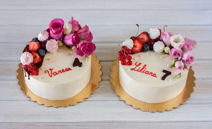 Malé ale tak nádherné dorty pro dvě sestry. Hezký den.  Небольшие но такие хорошенькие тортики для двух сестрёнок. Хорошего дня.  #cake #cakestagram #cakes #dortypodebrady #dort #dorty #kvetiny #jahody #dezert #narozeninovydort #merengue #chokolate