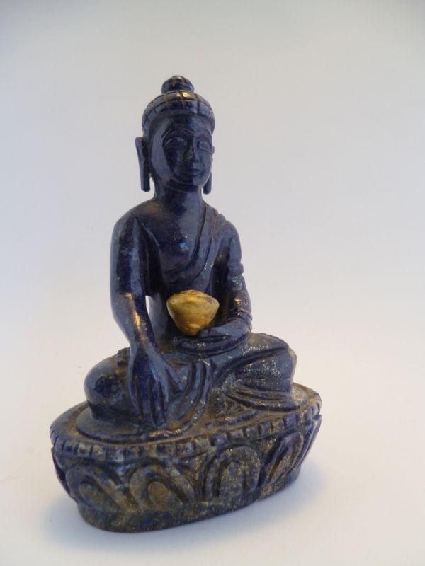 Shakyamuni Buddha Lapislazzulo altezza cm 16 base cm. 9