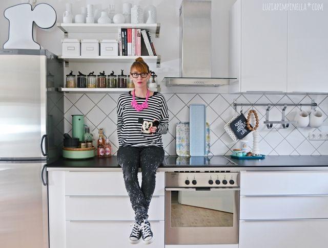 unsere selbstgebaute metod IKEA küche in schwarz-weiß | luzia pimpinella