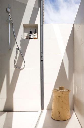 Ensuite bathroom. Like the window.