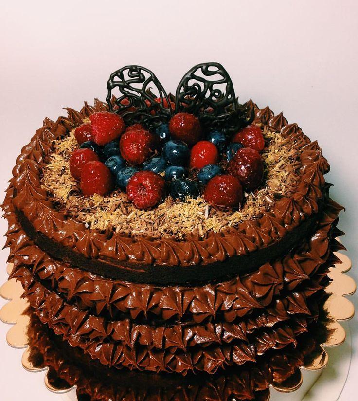 Bolo delicia  #love #happy #nakedcake #1cake #desert #fruit #chocolate #life #precious #blueberry #bolo #raspberry #gateau #kuchen #торт #kage #taart #kake #torta #ケーキ #kaka #dort #tarta #cake #kakku #frambuesa #mirtillo #arandanos #myart #madebyme