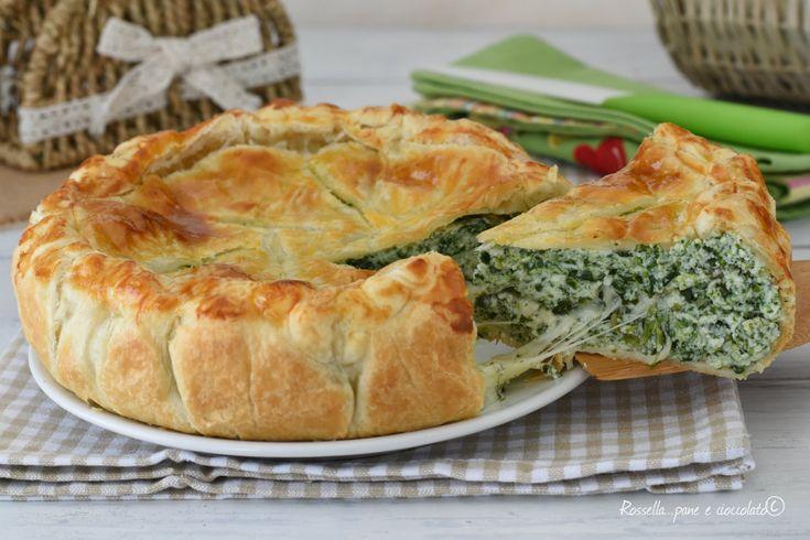 La TORTA SALATA SPINACI e RICOTTA e' fatta con la pasta sfoglia ed e' molto veloce e pratica da fare se avete tutti gli ingredienti pronti