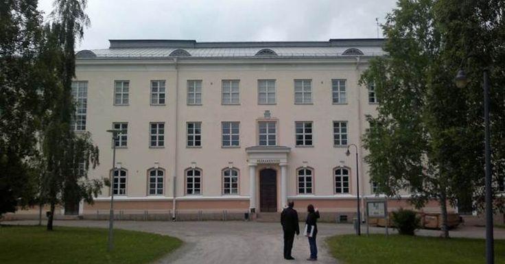Kajaani seminaarinmäki, päärakennus