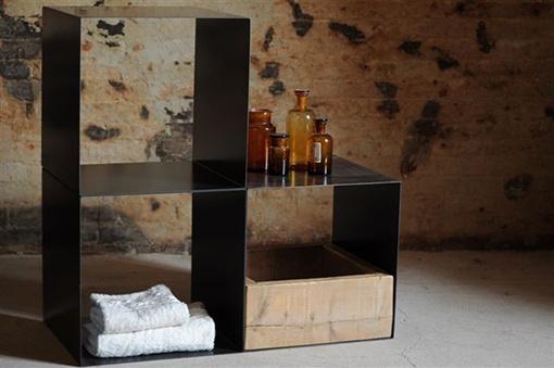 Interior design recupero i cubi possono avere piu funzioni, sia impilati per scaffalature che come elementi di arredo. materiale ferro e legno dimensione 40 cm x 40 xm x 40 cm dimensioni e colori possono essere SESTINI E CORTI