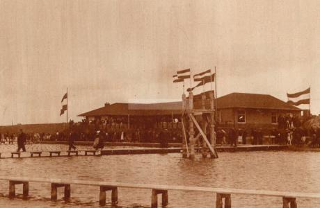 Zwemmen in Zwolle en ander vermaak (100 jaar geleden uit de Zwolsche Courant)