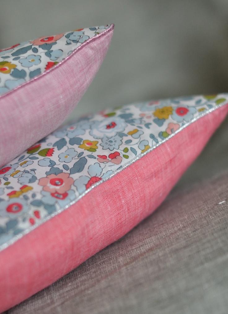 Coussin Pillow Liberty Betsy Porcelaine - fikOu miKou