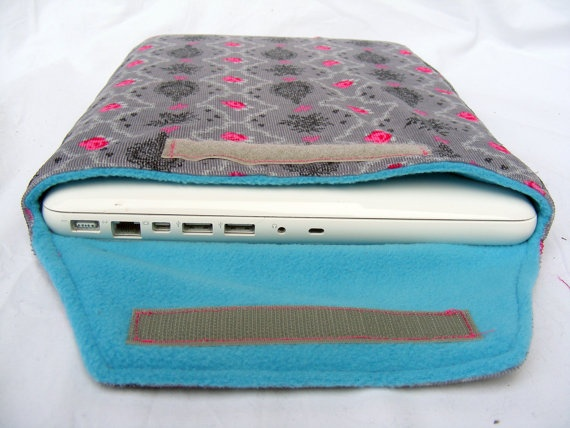 Grey baroque pink roses 13 inch laptop macbook by Aylasworld, €20,00