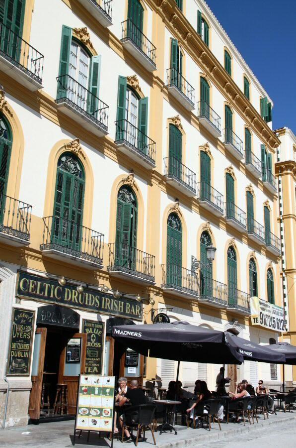 Terrazas en la plaza de la Merced del centro histórico de Málaga