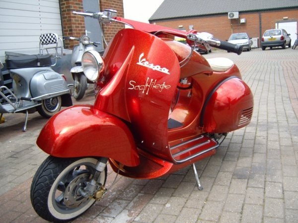 Best 25 retro scooter ideas only on pinterest vespa for Garage scooter 95