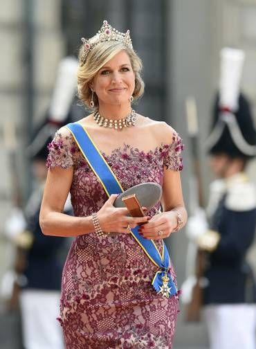 Já a rainha Maxima, da Holanda, tirou suas melhores joias do cofre e exibiu uma tiara marcante, repleta de pedras preciosas Foto: JONATHAN NACKSTRAND / AFP
