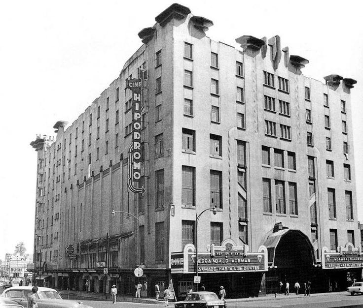 El cine Hipódromo, ubicado en la calle de Progreso entre Revolución y Jalisco, en Tacubaya, a mediados de los sesenta. Esta sala abrió sus puertas en 1936 como parte del Edificio Ermita, inmueble de estilo Art Déco realizado por Juan Segura. En sus últimos años fue parte de la cadena Lumiére, y hoy funciona como teatro.