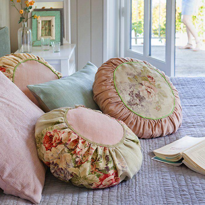 les 63 meilleures images du tableau coussins sur pinterest. Black Bedroom Furniture Sets. Home Design Ideas