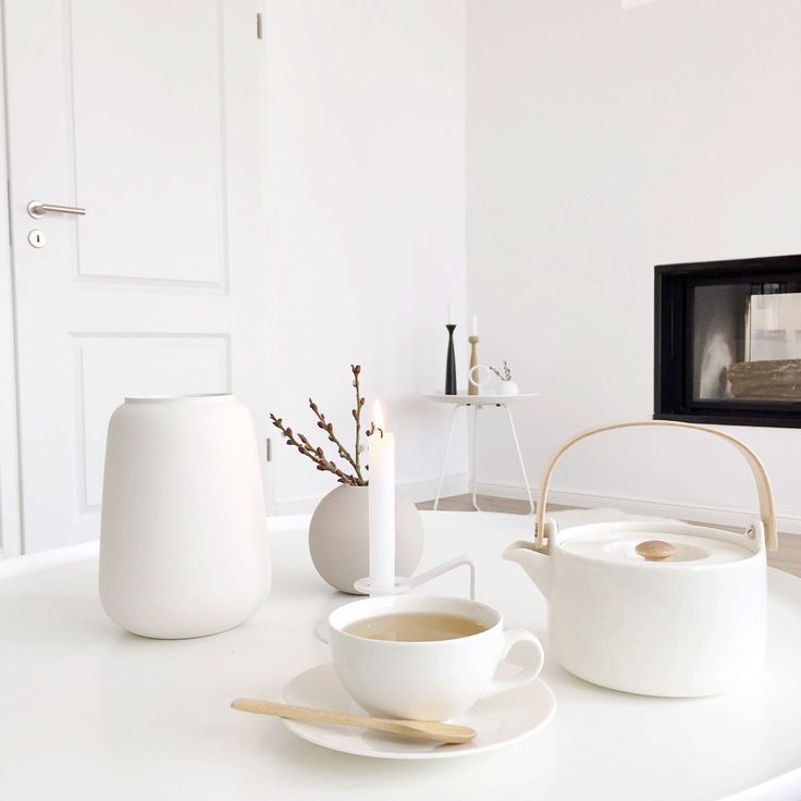 Cozy Moments! Der Tee schmeckt uns aus der weißen Teekanne von Marimekko noch viel mehr! Foto: @Nordiccalm