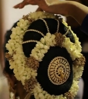 Incredible 1000 Images About South Asian Bridal Hairstyles On Pinterest Short Hairstyles Gunalazisus