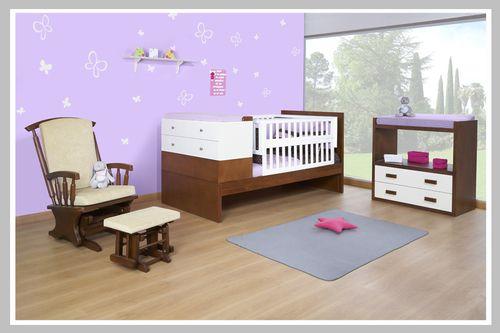 AMBIENTE BEBÉ ANA  Ambiente para bebé de nuestra línea moderna incluye una cama corral con cambiador cajonero. Es perfecto para ahorrar espacio en la habitación. Adicionalmente, tenemos otro cambiador con cajones en caso que prefieran mantener separados el cambiador de la cama corral. La silla mecedora viene con un butaco lo que brinda mayor comodidad a la hora de dar de comer a su bebé. Una apta decoración para una habitación de un infante es que sus paredes tengan colores pasteles o…