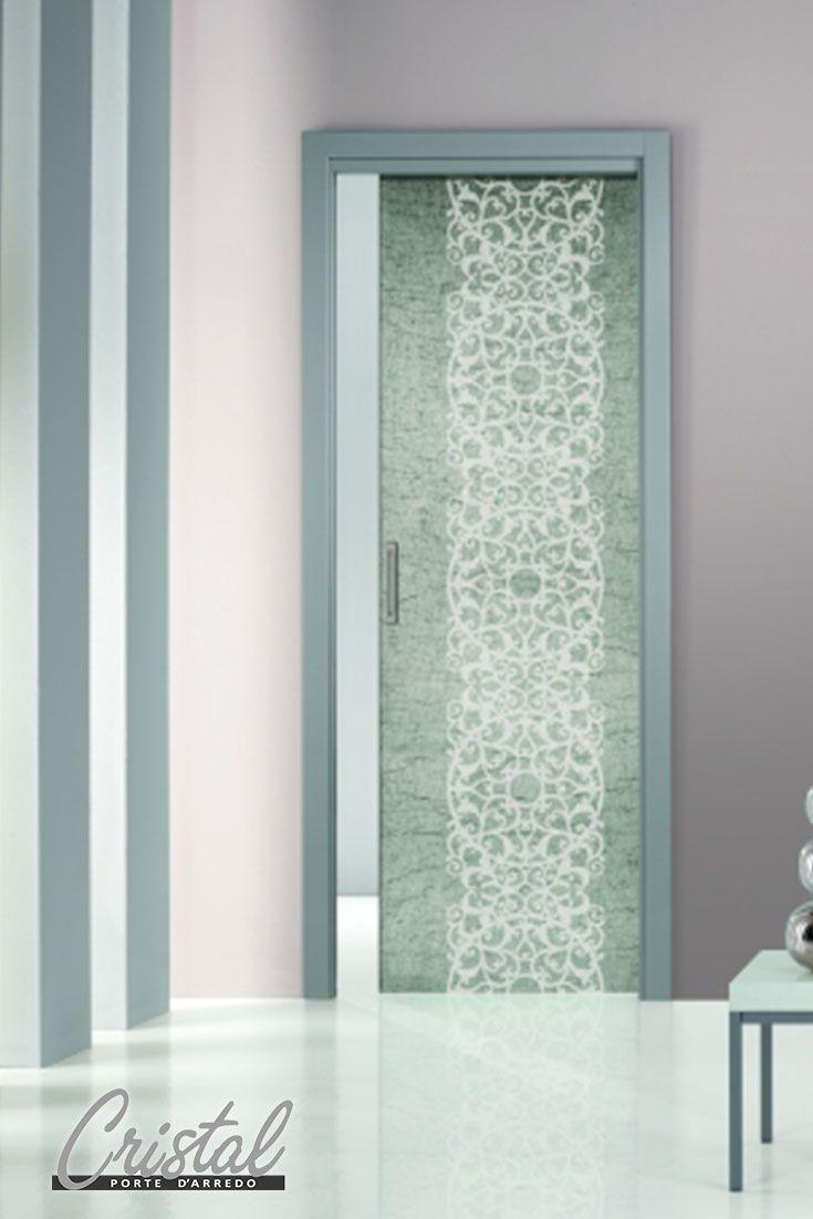 Eleganza e design uniti nella porta in vetro stratificato Cristal Novecento, Design collection con inserto di tessuto naturale di lino.