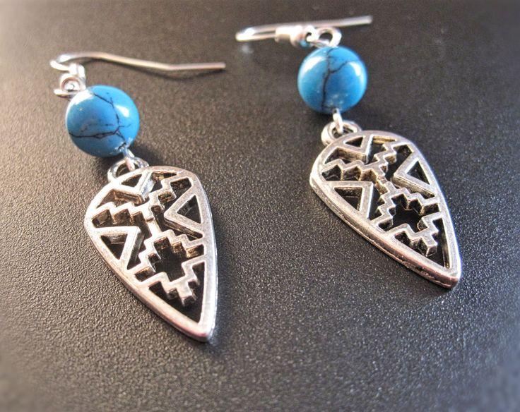 Boucle d'oreilles bleu ou rouge à motif aztèque de la boutique TheAsaliahShop sur Etsy