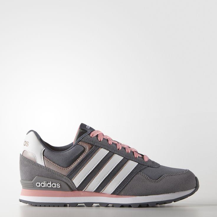 Dieser 10K Schuh für Mädels mit robusten Details, Wildleder-Overlays und