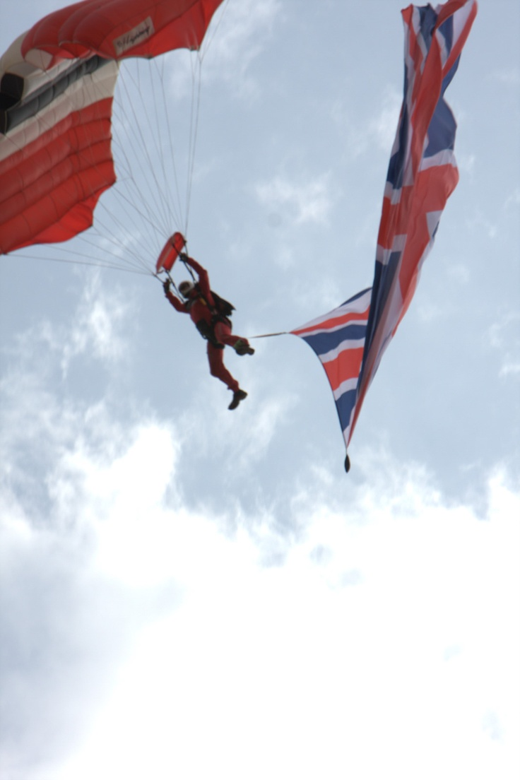 Red Devils Skydive into Yorkshire Show with cheque for Help for Heroes for money raised by Back to Earth