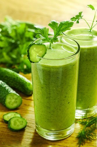 Super Detox Green Smoothie Ingredients 2 celery stalks, chopped 1 small cucumber, chopped 2 kale leaves 1 handful spinach Handful of fresh parsley or cilantro 1 lemon peeled 1 apple, seeded, cored and chopped
