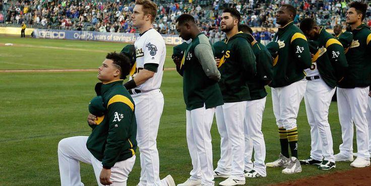 Este es el primer jugador de MLB que se arrodilla en Himno Nacional