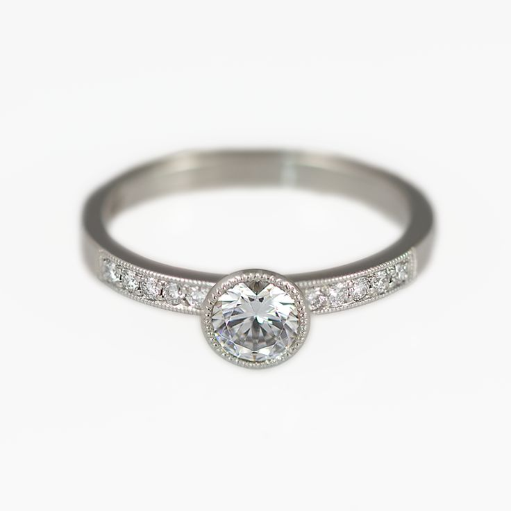 Diamond ring. Beautiful and sophisticated engagement ring with 0,50ct center stone.