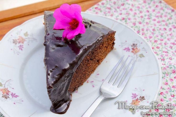 Receita de Bolo Fudge de Chocolate, para ver a receita, clique na imagem para ir ao Manga com Pimenta.