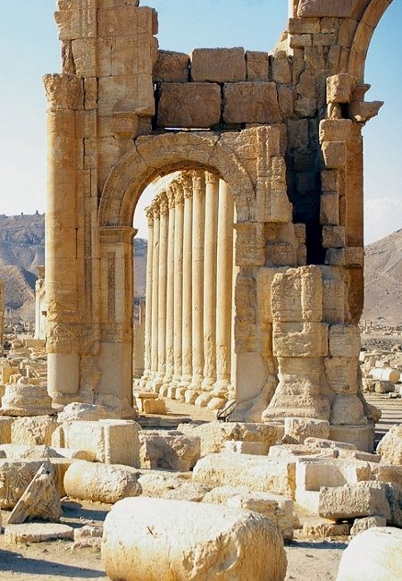 Palmyra was destroyed by ISIS in 2015. West has not moved to save the antic city.... Palmyre la cité antique fut détruite en 2015 par EI et l'Occident n'a pas bougé...